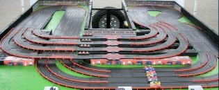 8 lane track layout kids race car